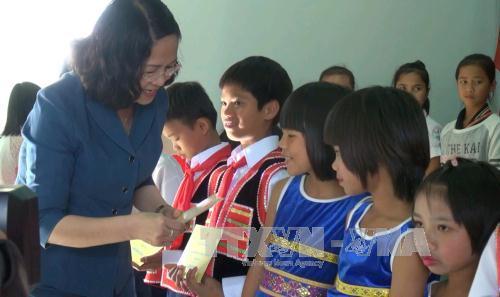 Wapres Dang Thi Ngoc Thinh mengunjungi dan mengucapkan selamat Hari Raya  Tet di propinsi Gia Lai