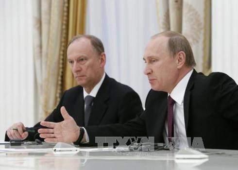 Presiden Rusia, Vladimir Putin membantah informasi bahwa Rusia melakukan pengintaian terhadap Donald Trump