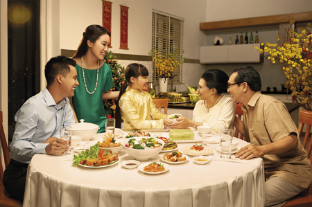 Sore hari yang terakhir dalam tahun dalam lama keluarga orang Vietnam