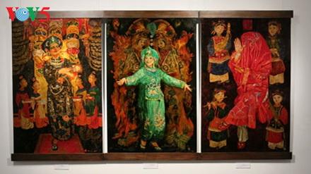 Lukisan tentang keyakinan memuja Tri Dewi Ibunda Vietnam ciptaan pelukis Tran Tuan Long