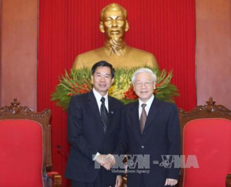Sekjen KS PKV, Nguyen Phu Trong menerima Sekretaris Komite Partai Kota, Walikota Vientiane, Laos, Sinlavong Khoutphaythoune