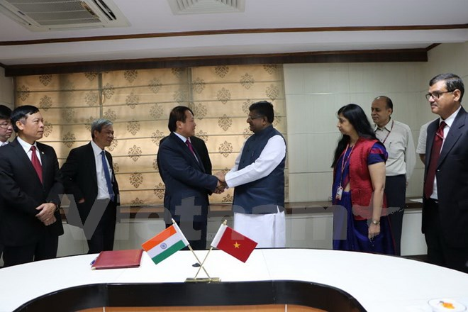 Индия готова помочь Вьетнаму в развитии информационных технологий