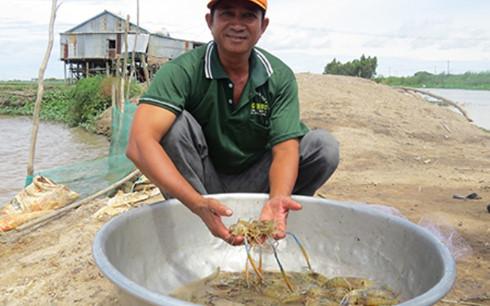同塔农民在洪水季谋生