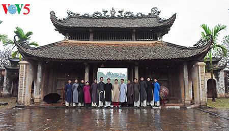 """范生珠大使在春雨中展示""""奥黛""""之美"""