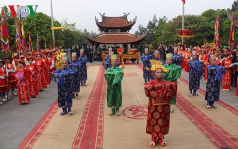 越南富寿省举行国祖雒龙君忌日和上香缅怀国母妪姬