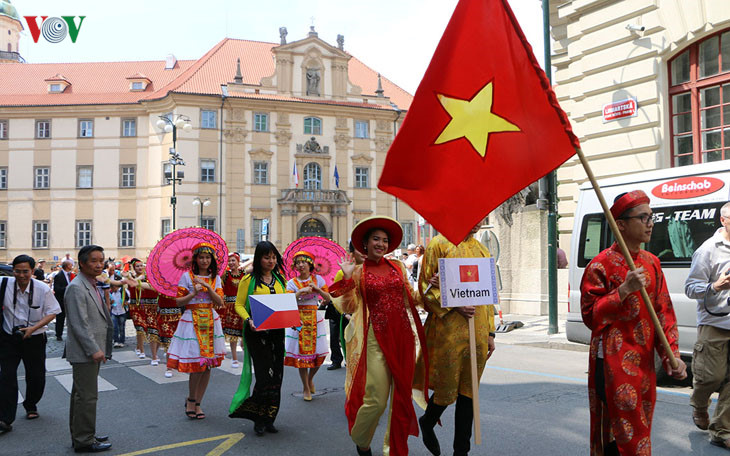 Vietnam's ethnic culture shines in the Czech Republic