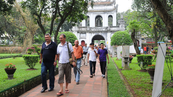 Vietnam welcomes 4.7 million foreign visitors in first half 2016