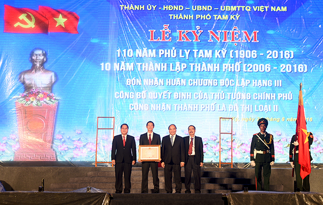 Prime Minister urges to develop Tam Ky into a modern city