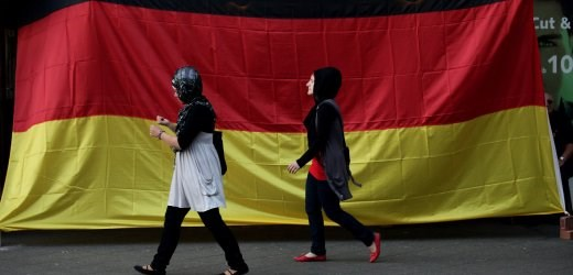 German Chancellor calls on EU nations not to refuse Muslim migrants