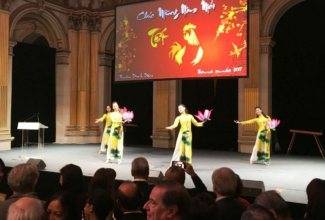 Overseas Vietnamese in France celebrate Year of the Rooster
