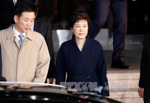 South Korean prosecutors seek to arrest ex-president Park