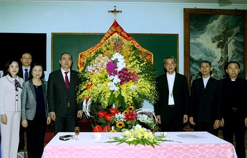 Chủ tịch Ủy ban Trung ương Mặt trận Tổ quốc Việt Nam Nguyễn Thiện Nhân thăm đồng bào Công giáo