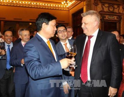 Lãnh đạo TPHCM gặp gỡ các cơ quan đại diện nước ngoài