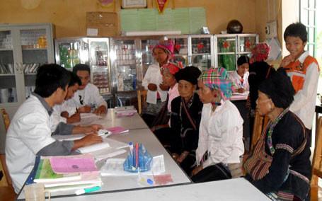 การประกันสุขภาพมีส่วนร่วมพัฒนาสุขภาพให้แก่คนจนในจังหวัดลายโจว์