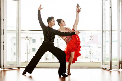 การเต้น Dancesport ในกรุงฮานอย
