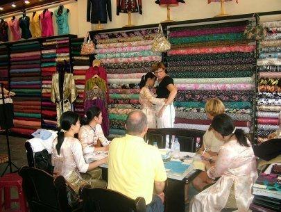 อาชีพตัดเย็บเสื้อผ้าในเมืองฮอยอันมีส่วนร่วมประชาสัมพันธ์เวียดนามสู่สายตาชาวโลก