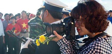 """นักข่าวเหงียนหมีจ่ากับงานนิทรรศการภาพถ่าย """"เจื่องซา - จุดหมายที่เรามุ่งถึง"""""""