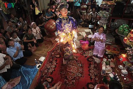 ความเลื่อมใสบูชาเจ้าแม่ของชาวเวียดนาม – การเชิดชูคุณค่าแห่งวัฒนธรรมประชาชาติ