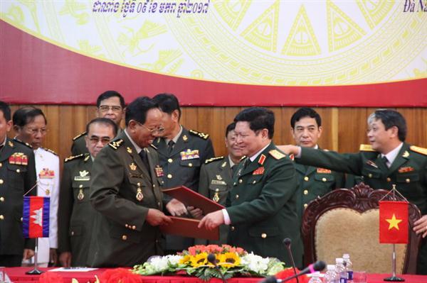 รัฐมนตรีว่าการกระทรวงกลาโหมกัมพูชาเยือนเวียดนาม