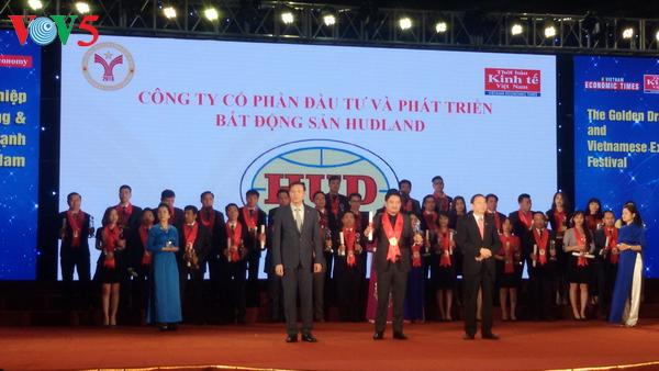 """สถานประกอบการกว่า 160 แห่งได้รับรางวัล """"มังกรทอง"""" และเครื่องหมายการค้าดีเด่นของเวียดนาม"""