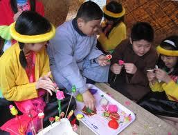 ชาวบ้านThủy Thanh เตรียมตลาดชนบทในวันงาน