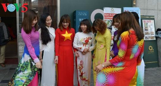 Áo dài Việt trên đất nước Kim Chi