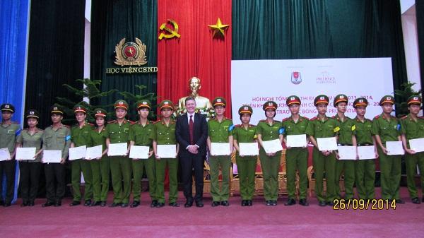 Prudential trao học bổng cho sinh viên Học viện Cảnh sát nhân dân