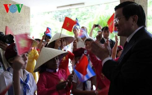 Chủ tịch nước Trương Tấn Sang gặp mặt kiều bào, cán bộ, chuyên gia Cuba từng công tác tại Việt Nam