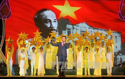 Hoạt động kỷ niệm 126 năm ngày sinh Chủ tịch Hồ Chí Minh ở Việt Nam và nước ngoài