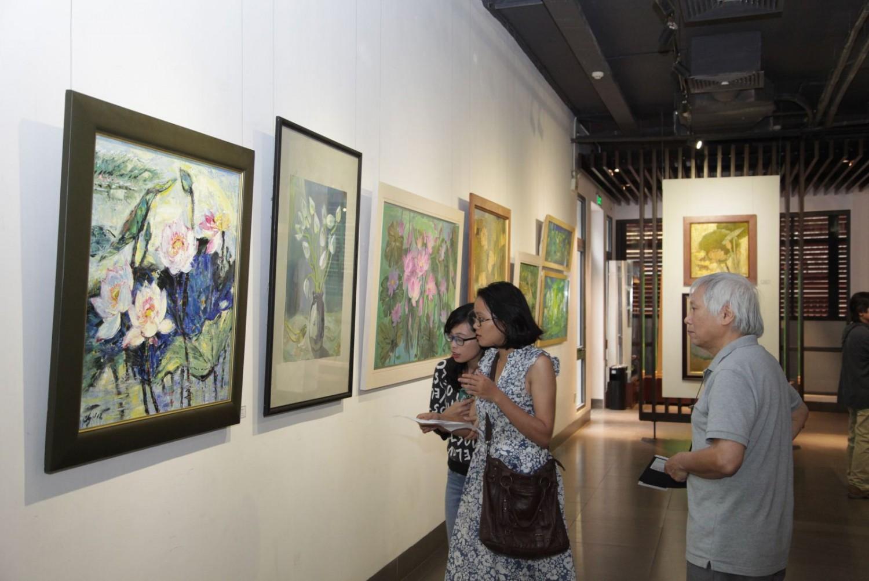 Triển lãm tranh về hoa Sen tại phố cổ Hà Nội