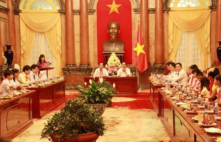 Chủ tịch nước Trần Đại Quang gặp mặt thiếu niên nhi đồng vượt khó vươn lên trong học tập