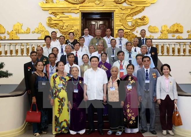 Phó Thủ tướng Vương Đình Huệ gặp mặt đoàn đại biểu người có công tỉnh Quảng Ngãi