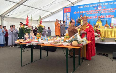 Người Việt ở Đức tổ chức lễ cầu siêu cho các anh hùng liệt sĩ