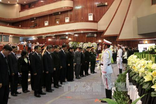 Đoàn đại biểu cấp cao Đảng và Nhà nước Việt Nam viếng nguyên Chủ tịch Quốc hội Lào Saman Viyaket