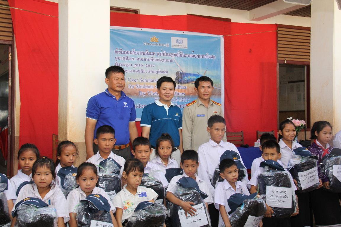 Doanh nghiệp Việt đồng hành cùng  trẻ em khuyết tật Lào
