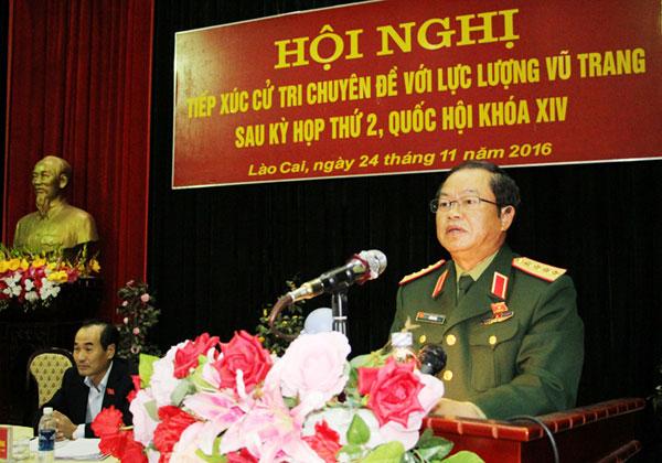 Phó Chủ tịch Quốc hội Đỗ Bá Tỵ tiếp xúc cử tri với lực lượng vũ trang tại tỉnh Lào Cai