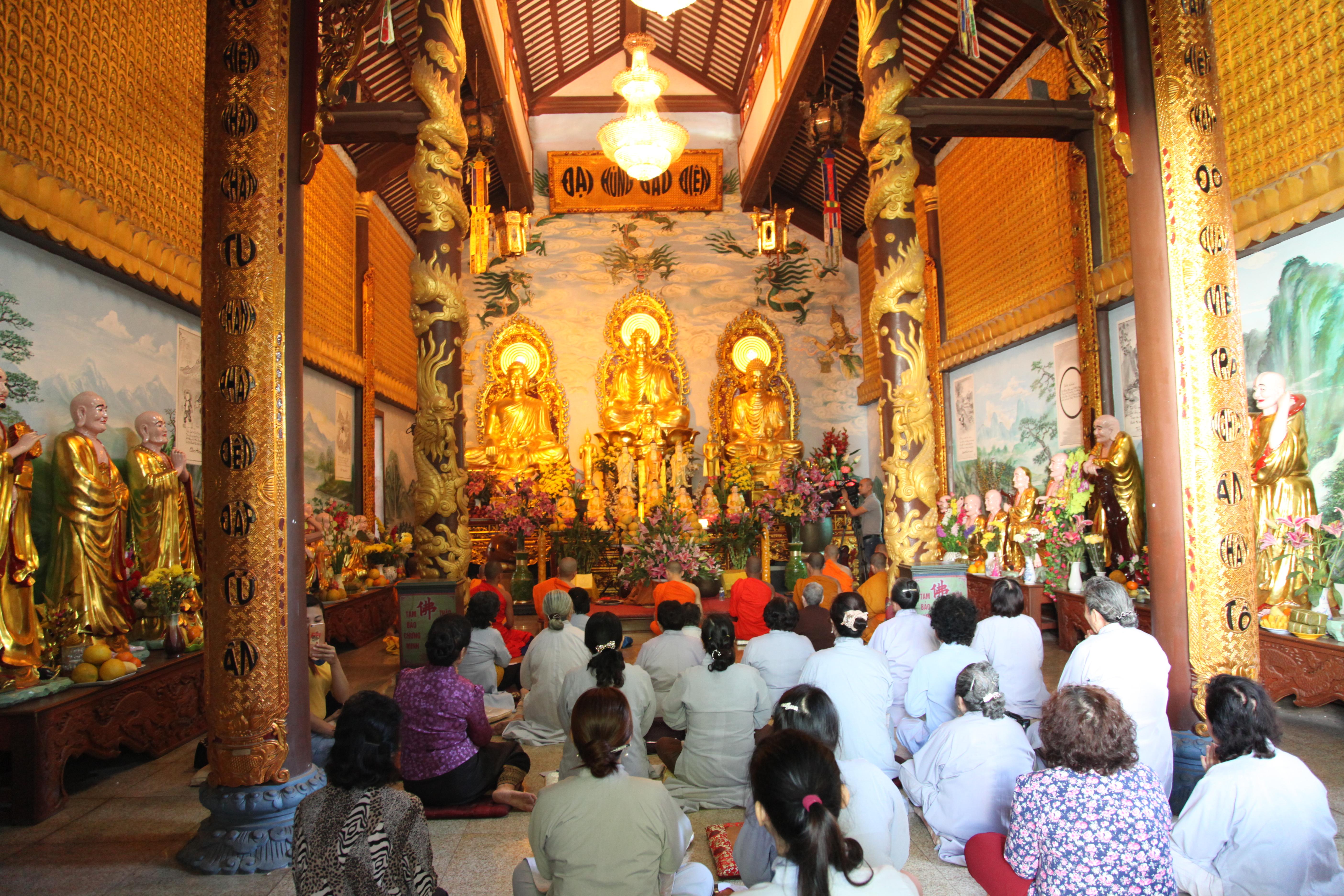 Lễ tất niên của tăng ni phật tử chùa Phật Tích, Viêng chăn