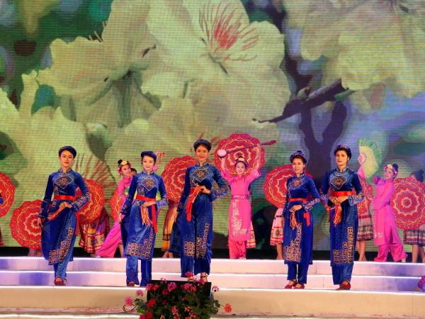 Lễ hội hoa Anh đào - Mai vàng Yên Tử diễn ra vào tháng 3/2017