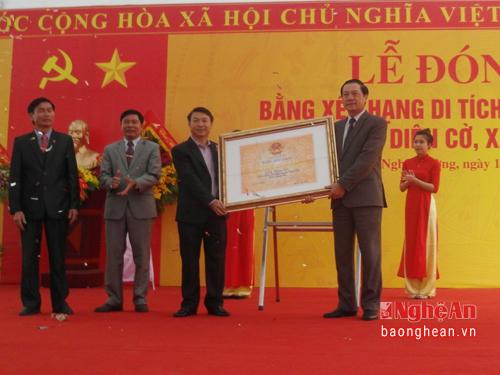 Lễ đón nhận bằng di tích quốc gia đền Diên Cờ ở huyện Nghi Lộc, tỉnh Nghệ An