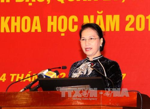 Chủ tịch Quốc hội Nguyễn Thị Kim Ngân nói chuyện với các giảng viên Học viện Chính trị Quốc gia HCM