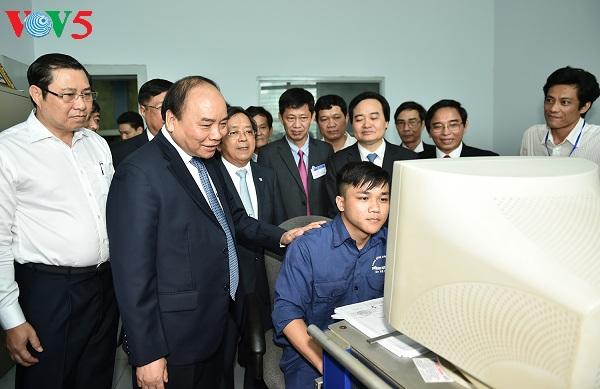 Thủ tướng Nguyễn Xuân Phúc thăm làm việc tại trường Đại học Đà Nẵng