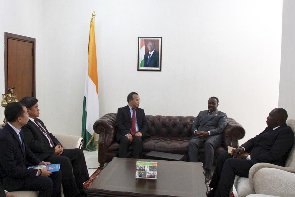 Thứ trưởng Ngoại giao Vũ Hồng Nam họp tham vấn chính trị với Bộ Ngoại giao Cộng hòa Bờ Biển Ngà
