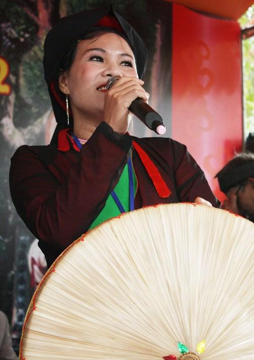"""Non ba tam"" club preserves folk melodies"
