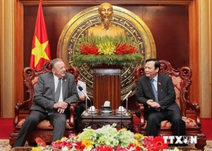 6/18/2014 - 15:54   (VOVworld) - National Assembly Vice Chairman Huynh Ngoc Son on Tuesday welcomed a delegation from the Belarus-Vietnam Friendship Parliamentarians' Group led by its Chairman Vitaly Busko.    More