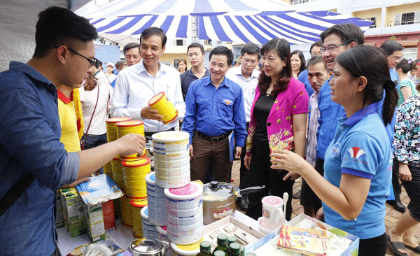 """2016 """"Accompanying youth workers"""" Festival opens in Hanoi"""