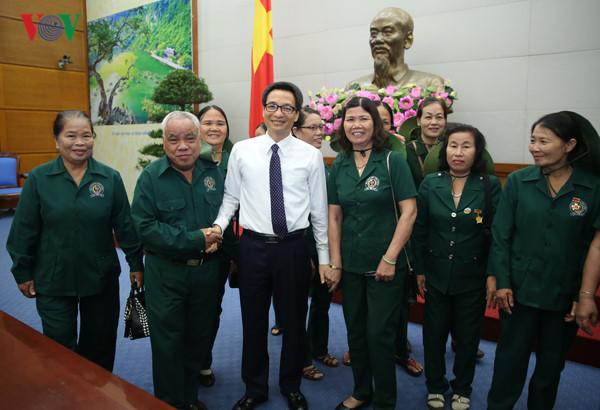 Phó Thủ tướng Vũ Đức Đam tiếp đoàn cựu thanh niên xung phong thành phố Tam Kỳ, Quảng Nam