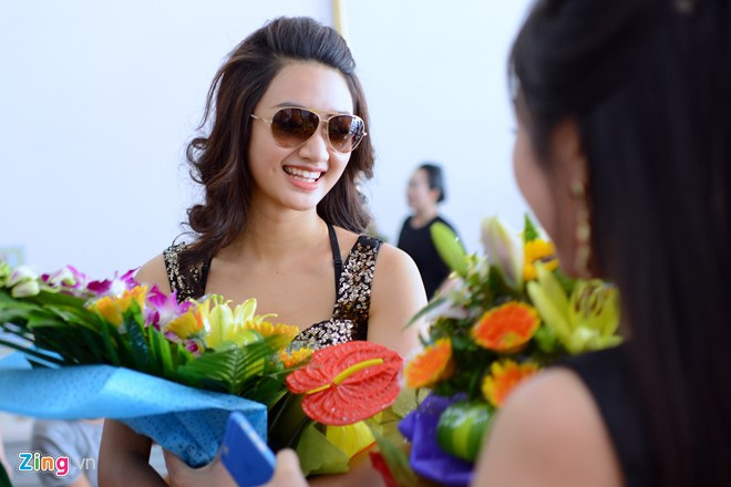 Hoa hậu Bản Sắc Việt được đón chào khi trở về Hải Phòng