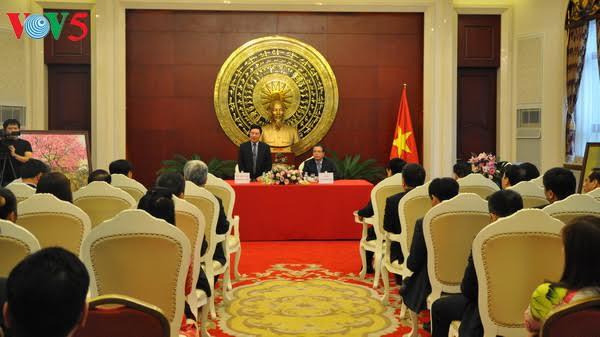 Phó Thủ tướng, Bộ trưởng Ngoại giao Phạm Bình Minh thăm Đại sứ quán Việt Nam tại Trung Quốc