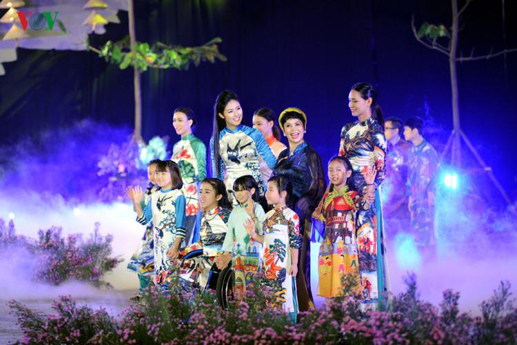 Ханойский фестиваль традиционного платья «ао-зяй»