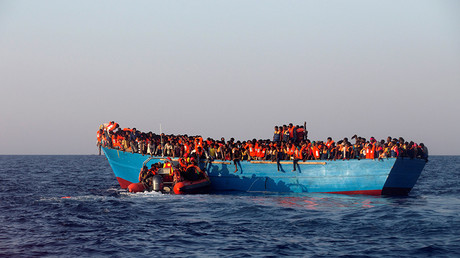 Nearly 100 refugees missing after boat sinks off Libya